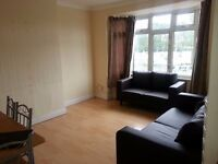 ***NOW LET***Independent & Spacious FF 1 Bed Flat Close to Shops and Buses