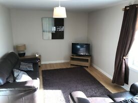 Recently decorated and reduced in price, fantastic 2 bed fully furnished flat with private parking