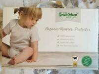 Mattress protector (fits Chicco next to me crib)