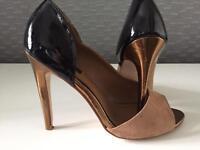 Ladies shoes size 4