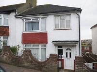 4 bedroom house in Carlyle Avenue, Brighton