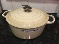 BRAND NEW, new model Le Creuset 28cm round cast iron Casserole in Almond £175