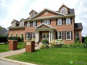 1 295 000$ - Maison 3 étages à vendre à Mont-St-Hilaire