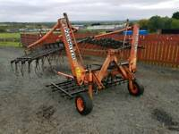 Tractor hydraulic folding spring tynes grass harrows
