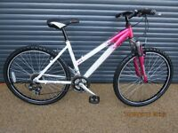 """LADIES / TEENAGER RALEIGH LIGHTWEIGHT ALUMINIUM BIKE IN EXCELLENT USED CONDITION. (17"""" / 43cm FRAME)"""