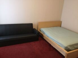 Double room to let in a 3 bed flat fully inc bills £400