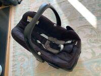 Maxi Cosi Pebble Including Familyfix Black Suitable from Birth