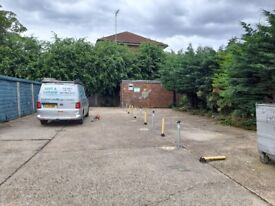 CHEAP SECURE PARKING BAYS, 24/7 FOR VEHICLES IN WOOD GREEN, LONDON