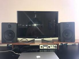 M Audio Bx5 (pair with boxes)