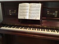 Beautiful upright piano top condition Danemann
