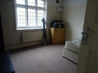 £695 PCM 2 Bedroom Flat To Let On Cowbridge Road East, Canton, Cardiff, CF5 1BE.