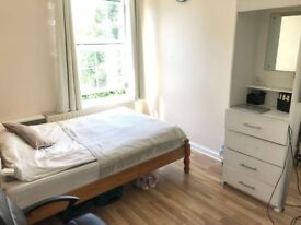 All bills included and no agency fees Bright room in Zone1 Elephant & Castle very central location