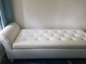 Chsise long white leather
