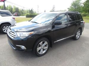 2012 Toyota Highlander V6 AWD leather, sunroof, 3rd row seating!