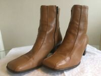 Ladies beige leather boots - size 41 - 71/2-8