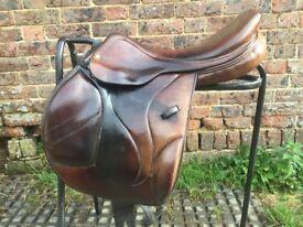 "*£500* Wide 17.5"" single flap jump saddle"