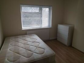 Good size, clean double room in Hendon, NW4.