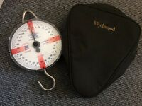 Reuben heaton 120lb scales and Wychwood Scales pouch carp fishing
