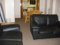 Private Landlord has spacious furnished 3 double bedroom maisonette a few minutes from Kilburn Tube