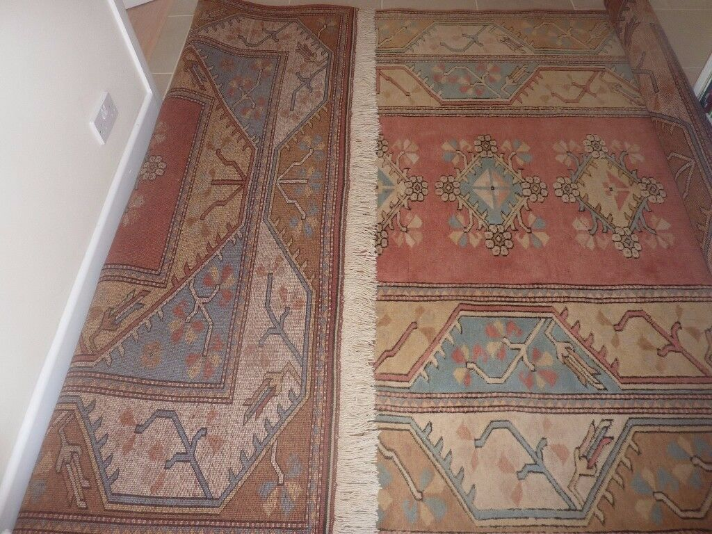 Large Hand Knotted Turkish Melas Wool Rug. Size 2.94 m x 2.06 m. Excellent condition.