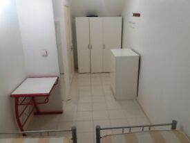 Nice double room and single room in a clean confy house ,zone 3 !