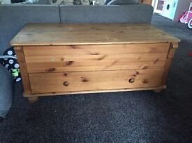Pine unit with drawer and lid