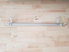 SILVER EXTENDABLE SLIMLINE CURTAIN POLE WITH ROUND BUBBLE DESIGN FINALS.
