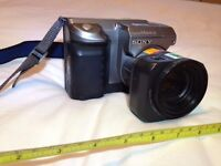 Sony Mavica MVC FD91 0.9MP Digital SLR Camera - Black & Metallic silver