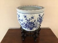 BLUE AND WHITE CHINESE STYLE JARDINIERE