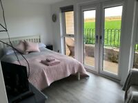 En suite room with kitchenette and own entrance, near Inverness Airport