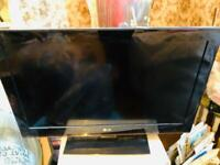 PRISTINE LG 32LK450U 32-inch Widescreen Full HD 1080p LCD TV with Freeview