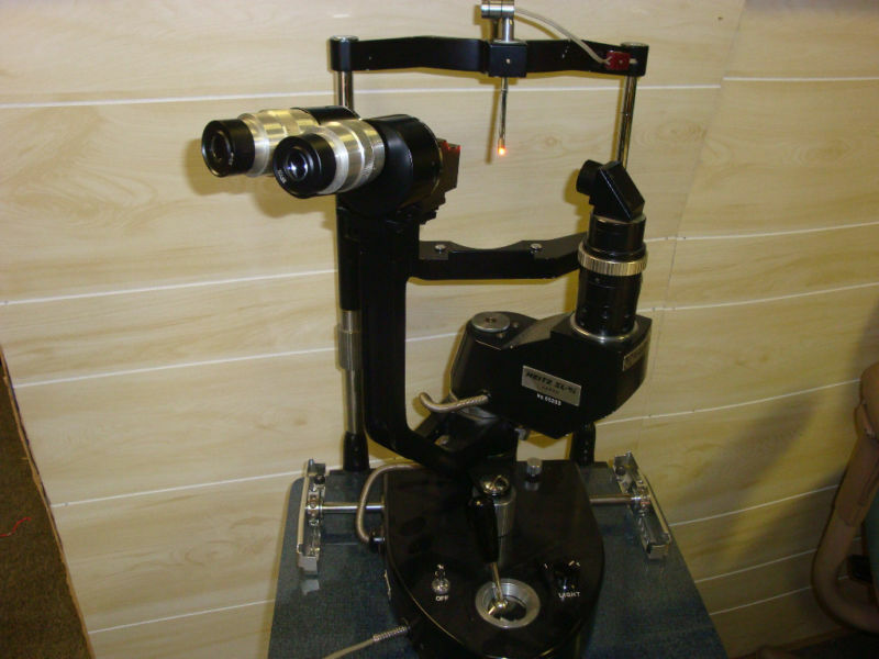 AO   Wesley-Jessen Neitz SL-w/3 slit Lamp on stand.
