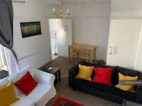 4 bedroom house in Princes Avenue, London, W3 (4 bed) (#1159695)