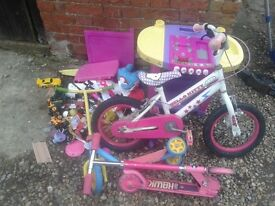 """CHILDRENS GIRLS HELLO KITTY BIKE 10"""" WHEELS, + 2 x SCOOTERS/TRIKES, DELIVERY TO NORWICH is possible"""