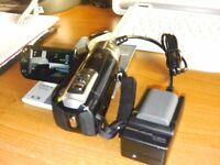 CANON DIGITAL VIDEO CAMERA MODEL LEGRIA HF R17E 2 BATTERIES AND CHARGER WITH LEADS NOT USED MUCH