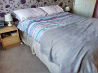Double bed with minimal use. The bed incluse the box spring divan base, the matress & two pillows.