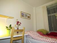 Lovely double bed room in London, available on 22nd September.