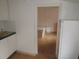 Spacious studio flat with separate kitchen situated in Chingford Road, London E17.