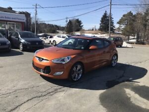 2013 Hyundai Veloster Tech NAV, pano roof, back-up cam. WOW
