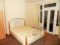 Neat Double room in Seven Kings (Ilford) London