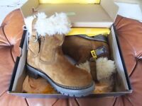 Ladies fur trimmed leather winter boots size 4 (New in box)