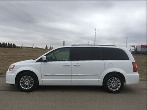 2016 Chrysler Town & Country Touring-L Leather, Loaded, Heated S