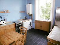 3 bedroom furnished HMO licenced 2nd floor flat to rent on Bruntsfield Place, Bruntsfield, Edinburgh