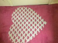 Very lovely pink rug in very good condition