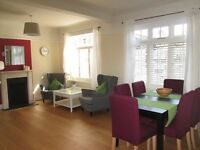 Holiday Apartment / A very large and spacious 3 bedroom 2 bathroom modern apartment
