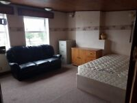 Double Room to Let in Nice House - All Bills and Wifi Included + Huge Kitchen in the House