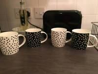 Mugs x4