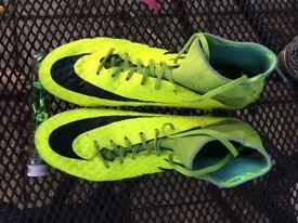 Size 9 Nike Hypervenom Phantom 2, with extra studs