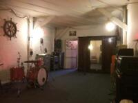 Musicians wanted to share a practise room