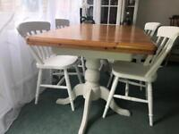 Extendible dining table with four chairs